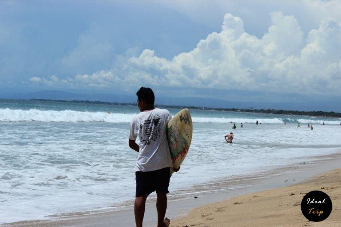 Серфинг на пляже Кута
