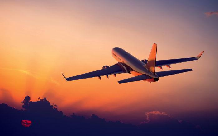 Самолет и закат