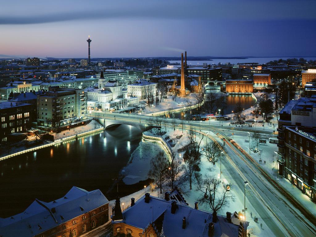 Tampere,_Finland_(at_night)_Wallpaper_yd8k