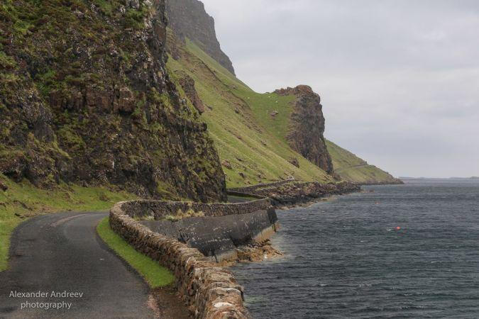 Дорога вдоль океана в Шотландии