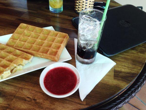 Вафли в кафе Kattie`s Coffee House