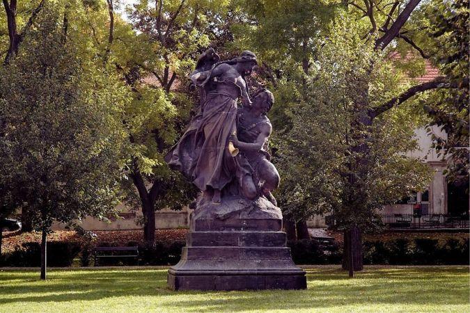 Цтирад и Шарка в Вышеградском парке