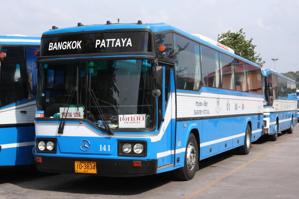 Mercedes-Benz_intercity_bus_in_Pattaya