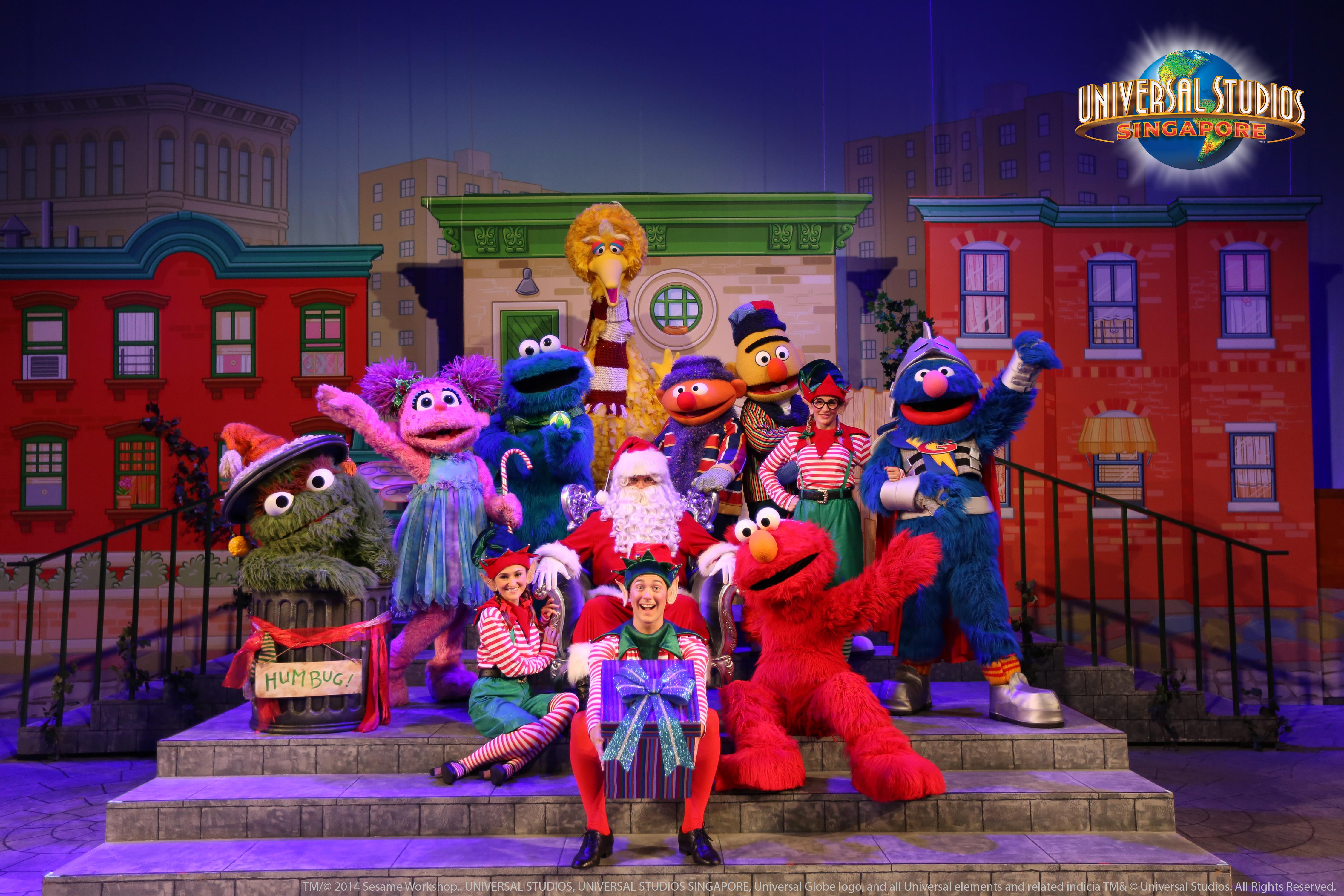 Universal-Studios-Singapore-Sesame-Street-Saves-Christmas-2