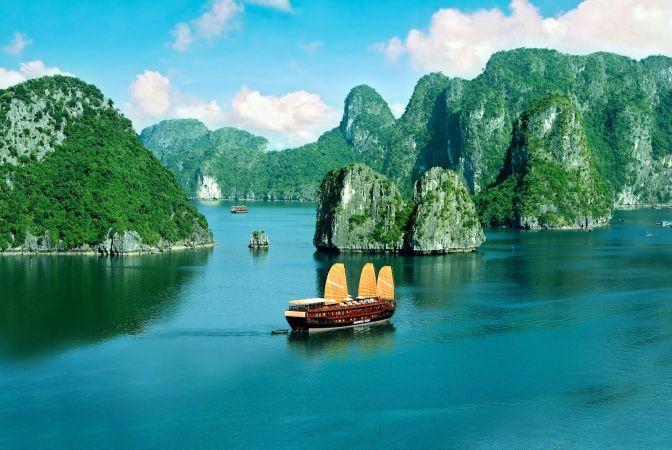 Скалы на море во Вьетнаме