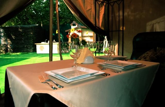 hotel-restaurant-table