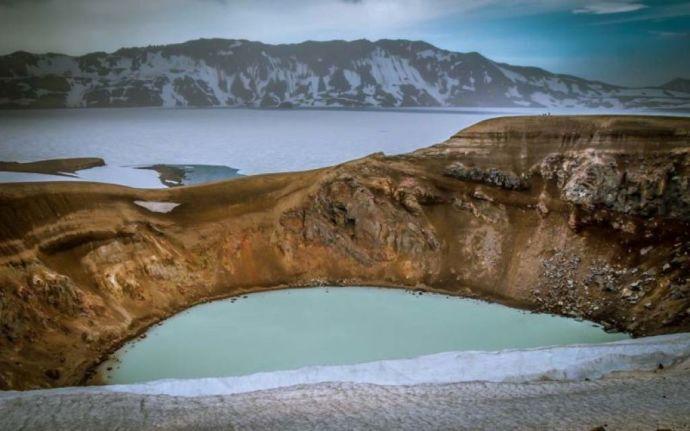 озеро Эскьюватн в кальдере вулкана Аскья