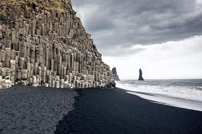 Черный пляж в Вик
