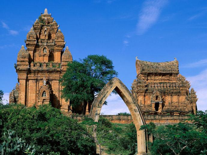 Чамские башни во Вьетнаме
