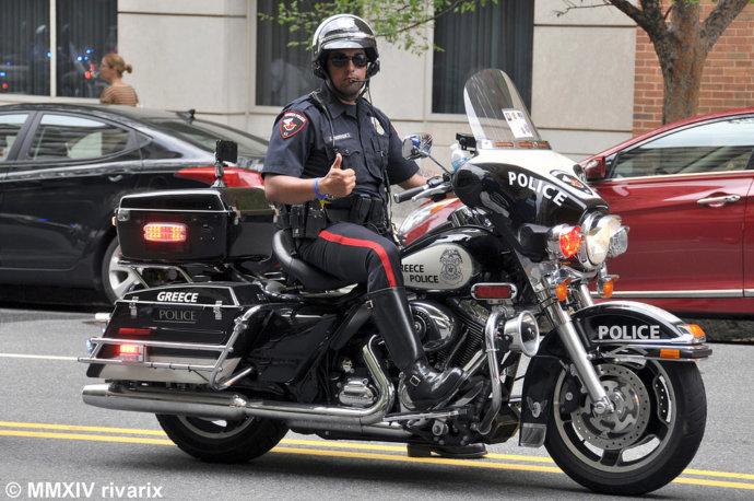 Полицейский на мотоцикле в Греции