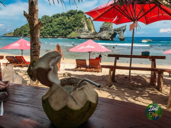 Atuh beach в Индонезии