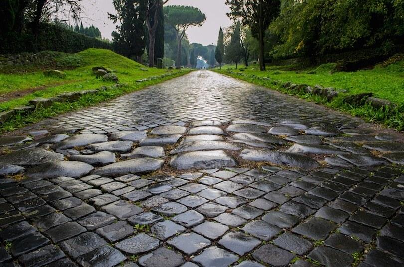 Известная древняя дорога в Риме