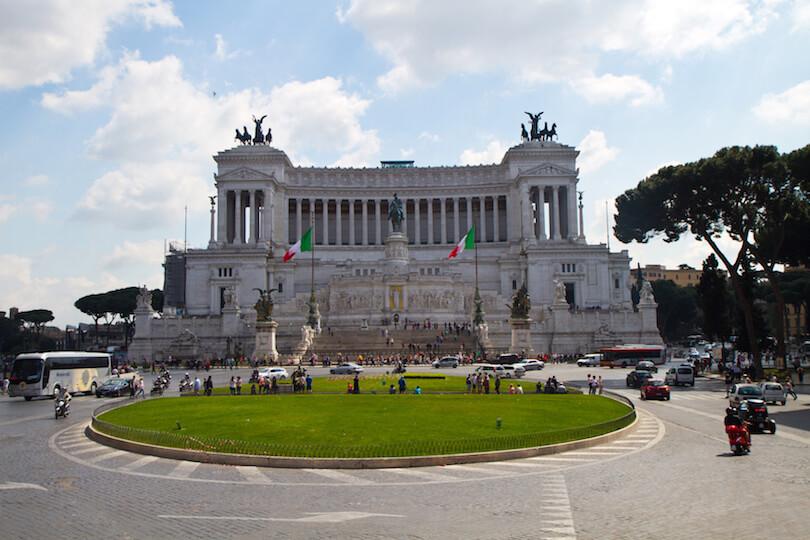 Монумент Виктору Эммануэлю в Риме