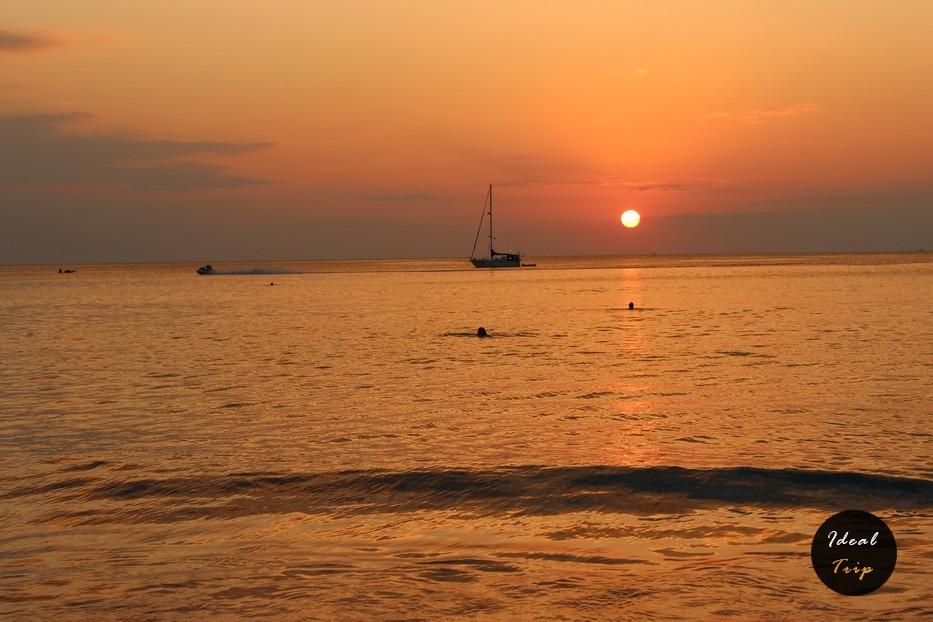 Закат на пляже Ката