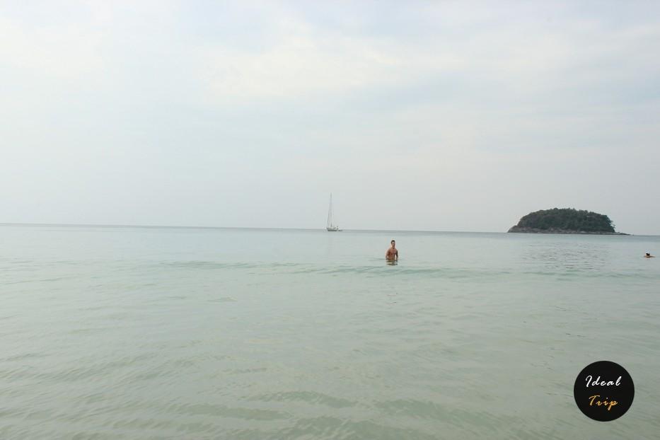Пляж Ката и человек