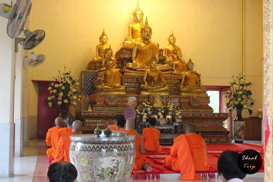 Монахи в Чеди