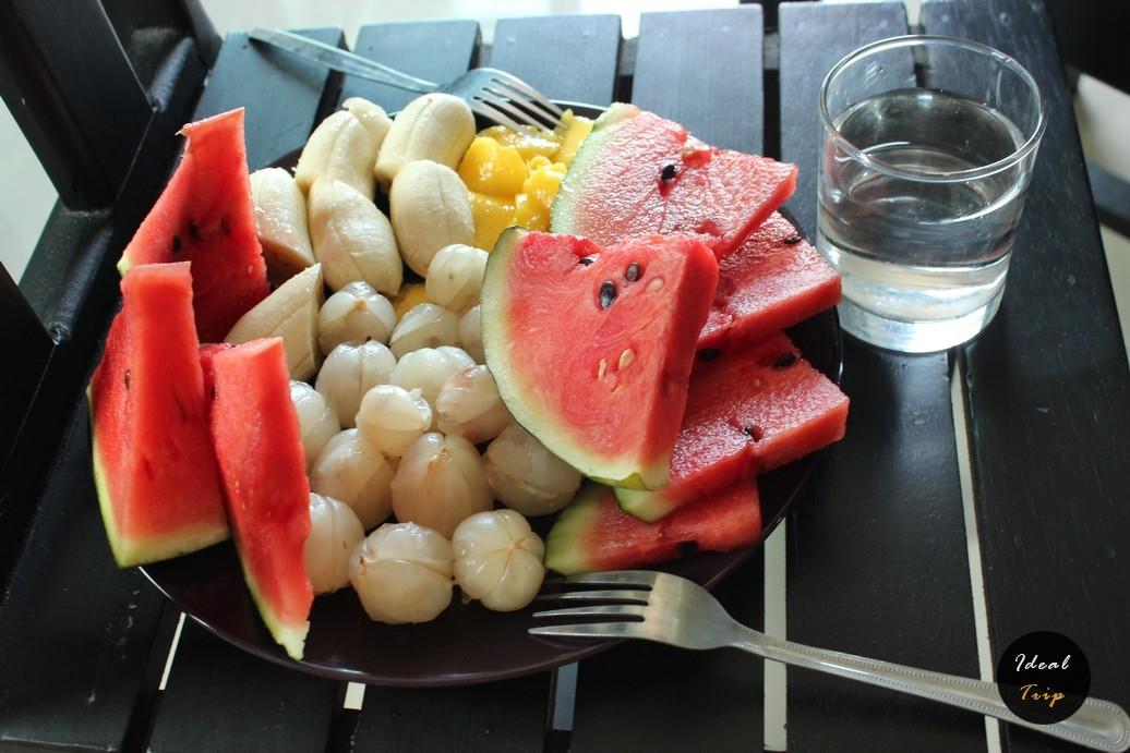 Обед из фруктов в Таиланде