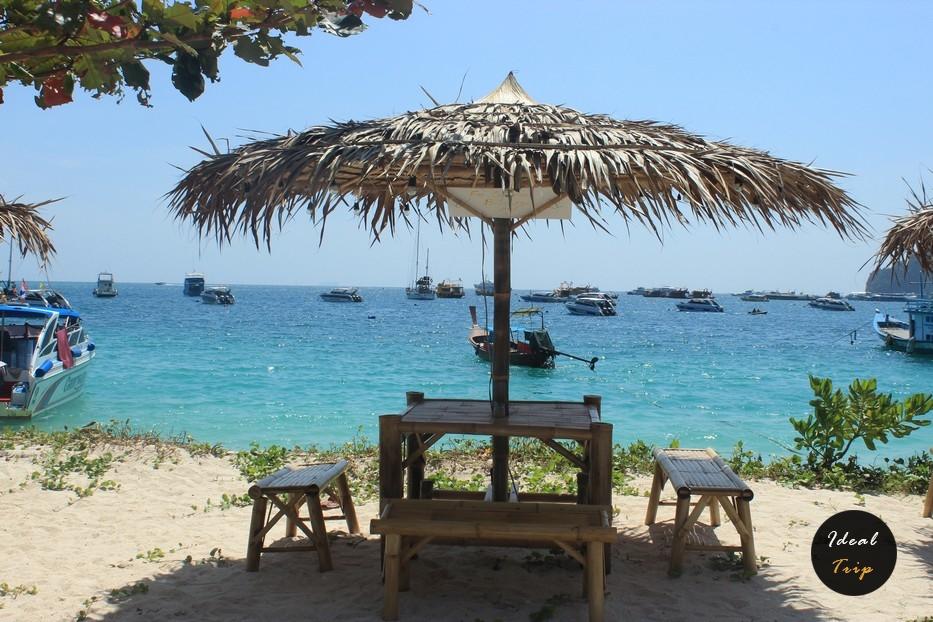 Столик на острове Пхи Пхи