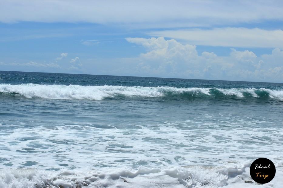 Море пляжа Кута