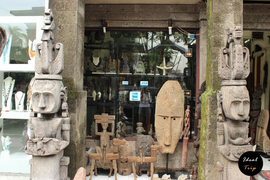 Скульптуры богов на Бали