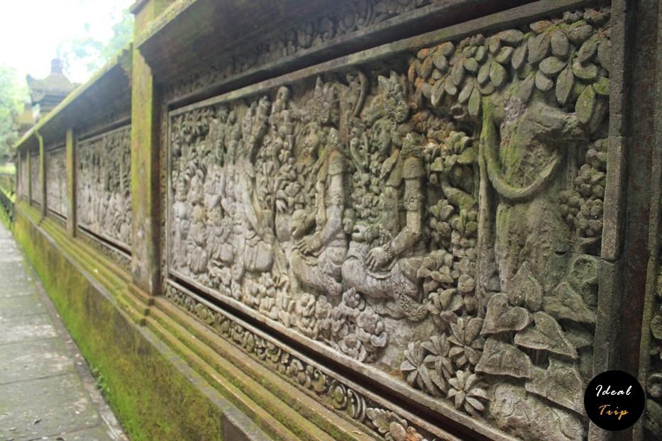 Настенные скульптуры в лесу обезьян