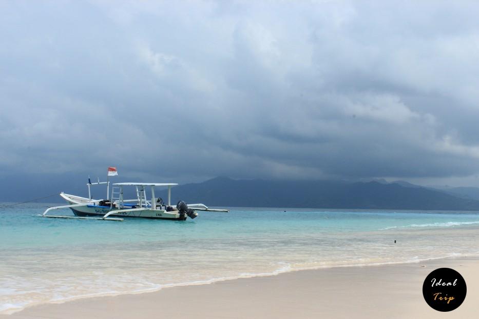Лодка на острове Гили Мено