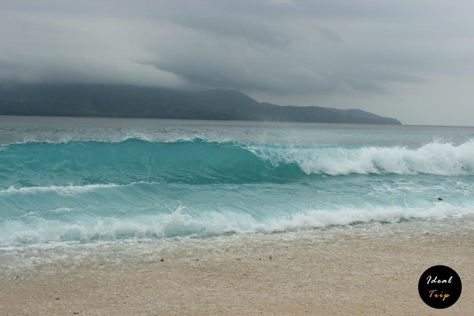 Волны на острове Гили Мено