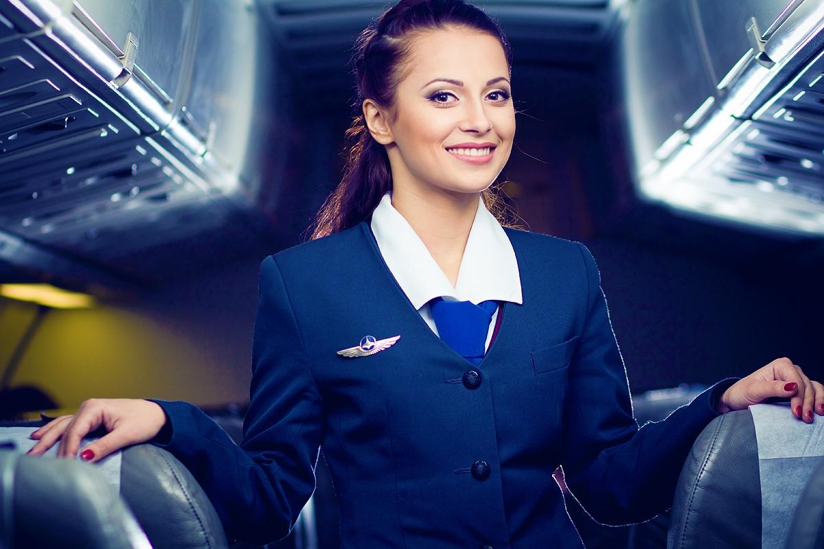 Стюардесса в салоне