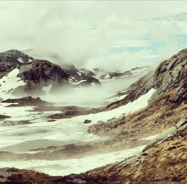 Камни и снег