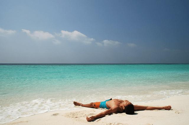 Павел Сырцов на пляже