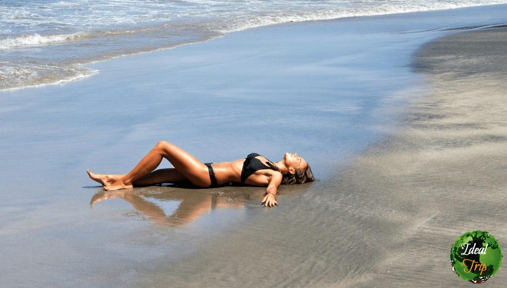 Путешественница Александра на пляже