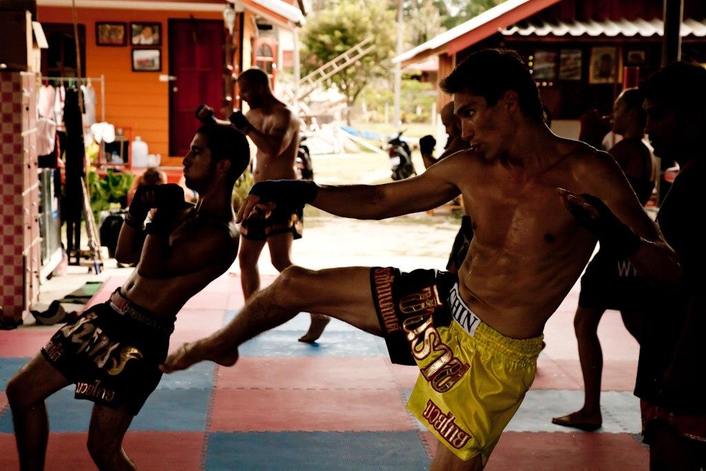 Павел Бондарев боксирует в Таиланде
