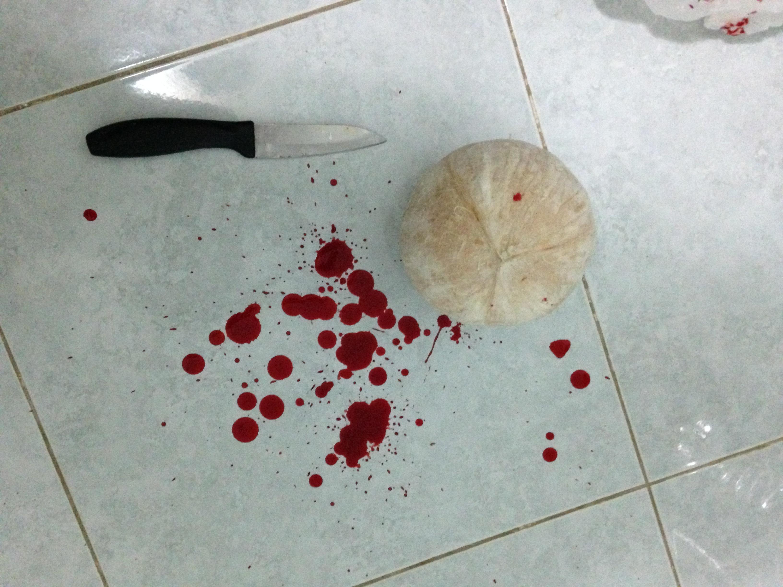Кровь и нож с кокосом