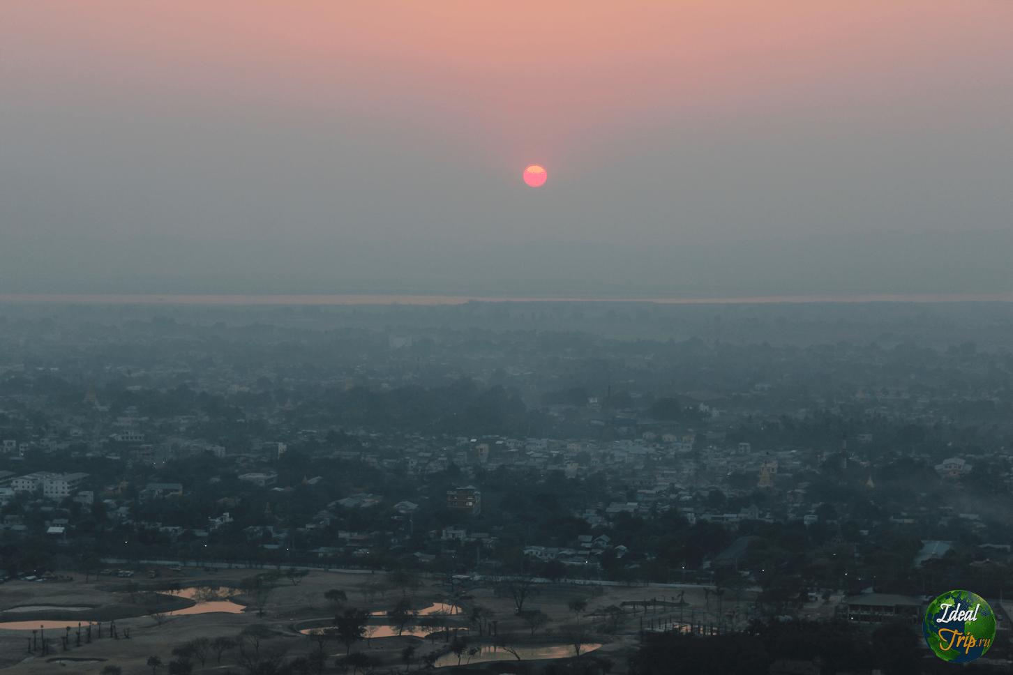 закат в городе Мандалай