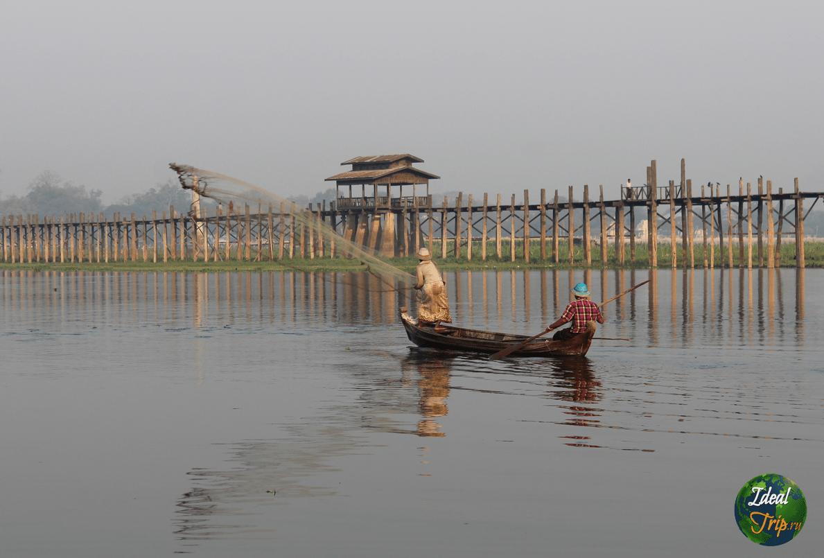 Рыбаки возле моста