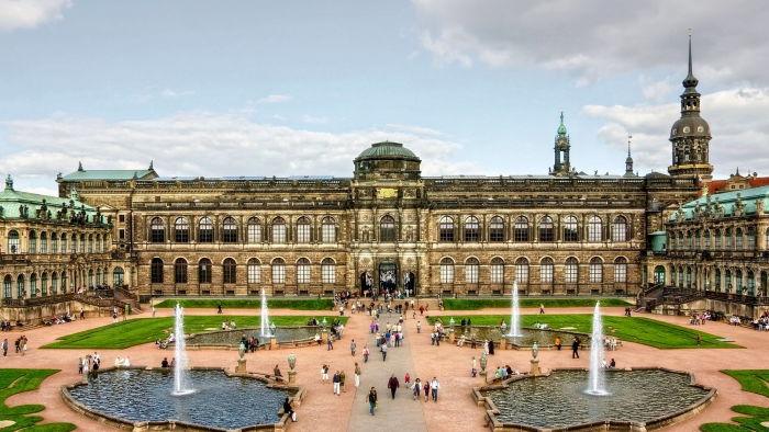 Красивое здание Дрездена
