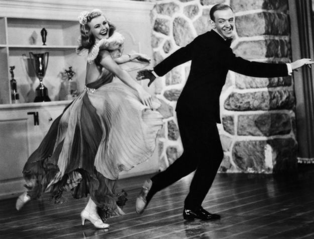 Танцующая пара Джинджер и Фред