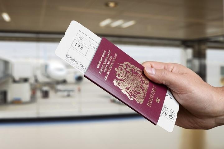 Паспорт с билетом на самолет