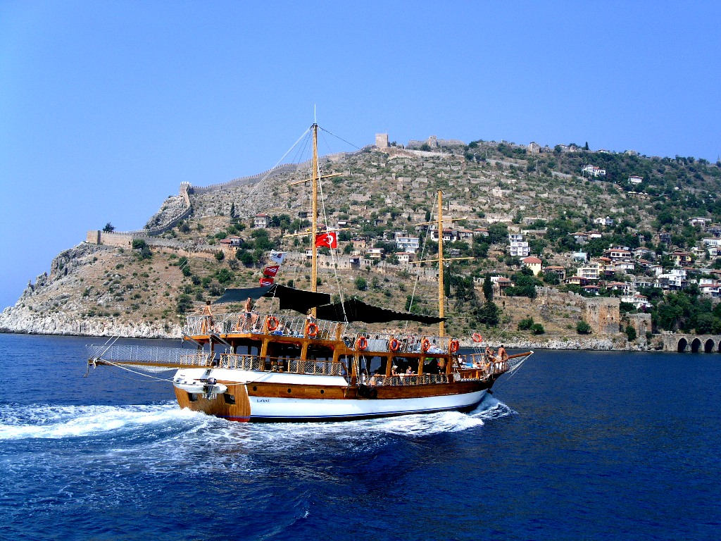 Тур на корабле в Алании