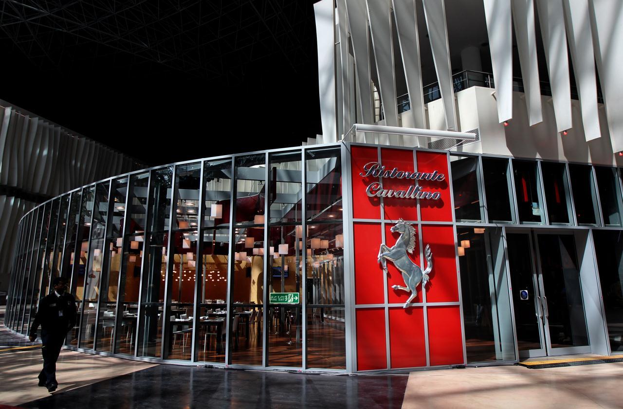 Вход в ресторан в Ferrari World