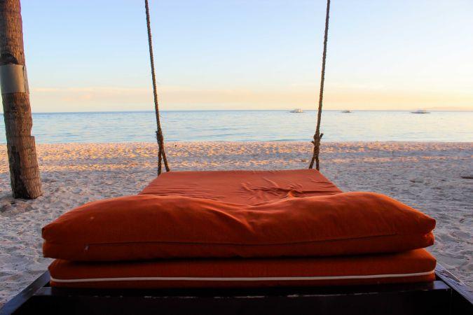 Лежанка возле моря