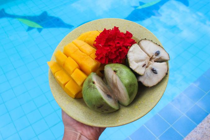 Филиппинское манго, звездное яблоко и гуябана