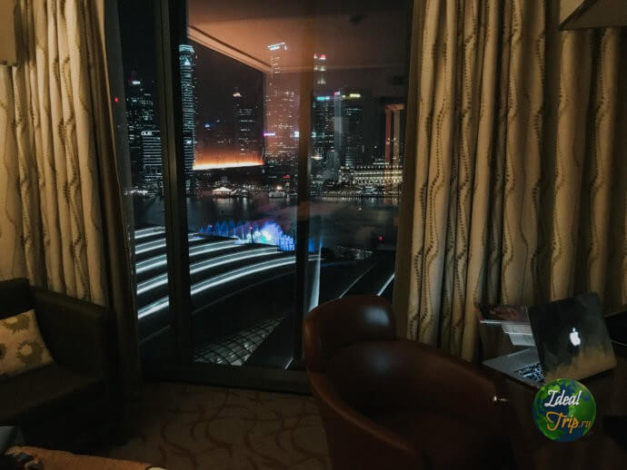 Вид на город с 19 этажа Марина Бей Сендс