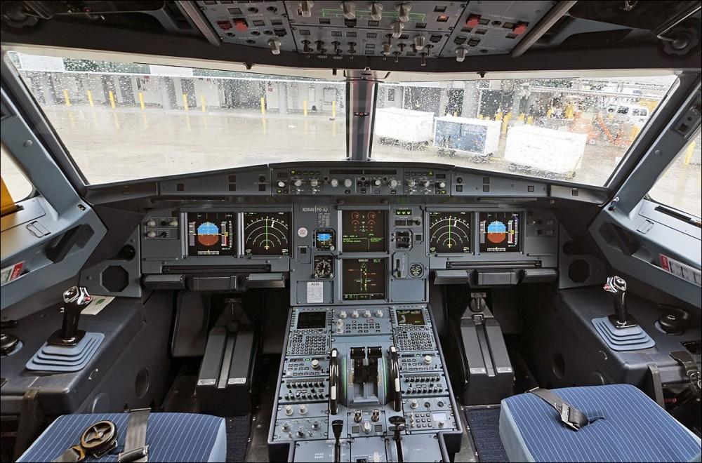 Аirbus a320 - места летчиков