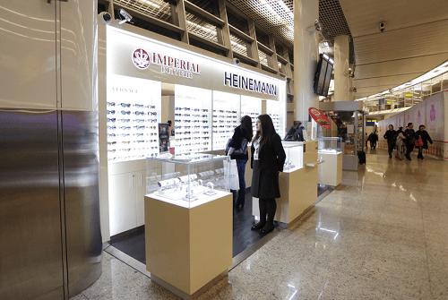 Солнцезащитные очки в дьюти фри в Шереметьево