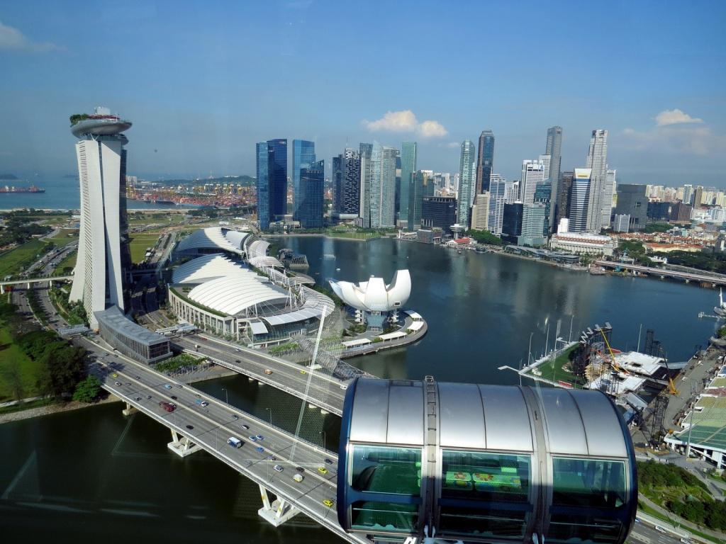 Вид с колеса обозрения в Сингапуре