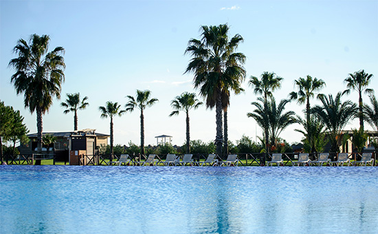 Бассейн у отеля в Турции