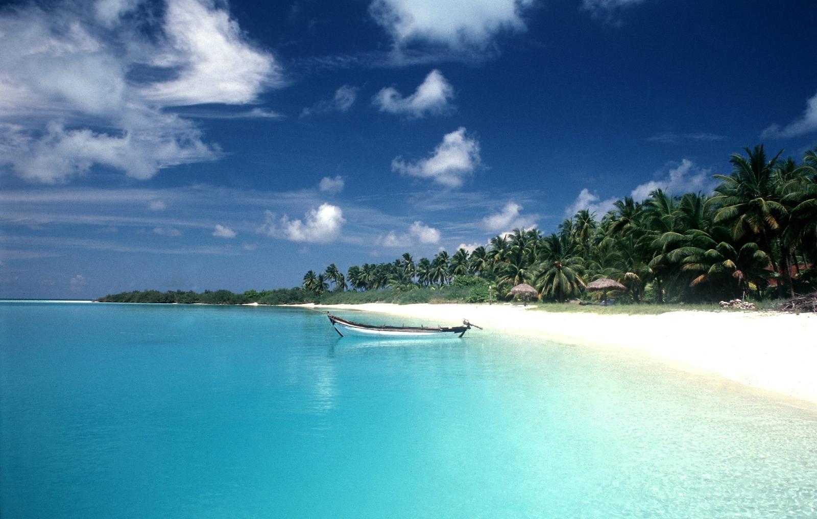 Остров недалеко от пляжа Маджорда