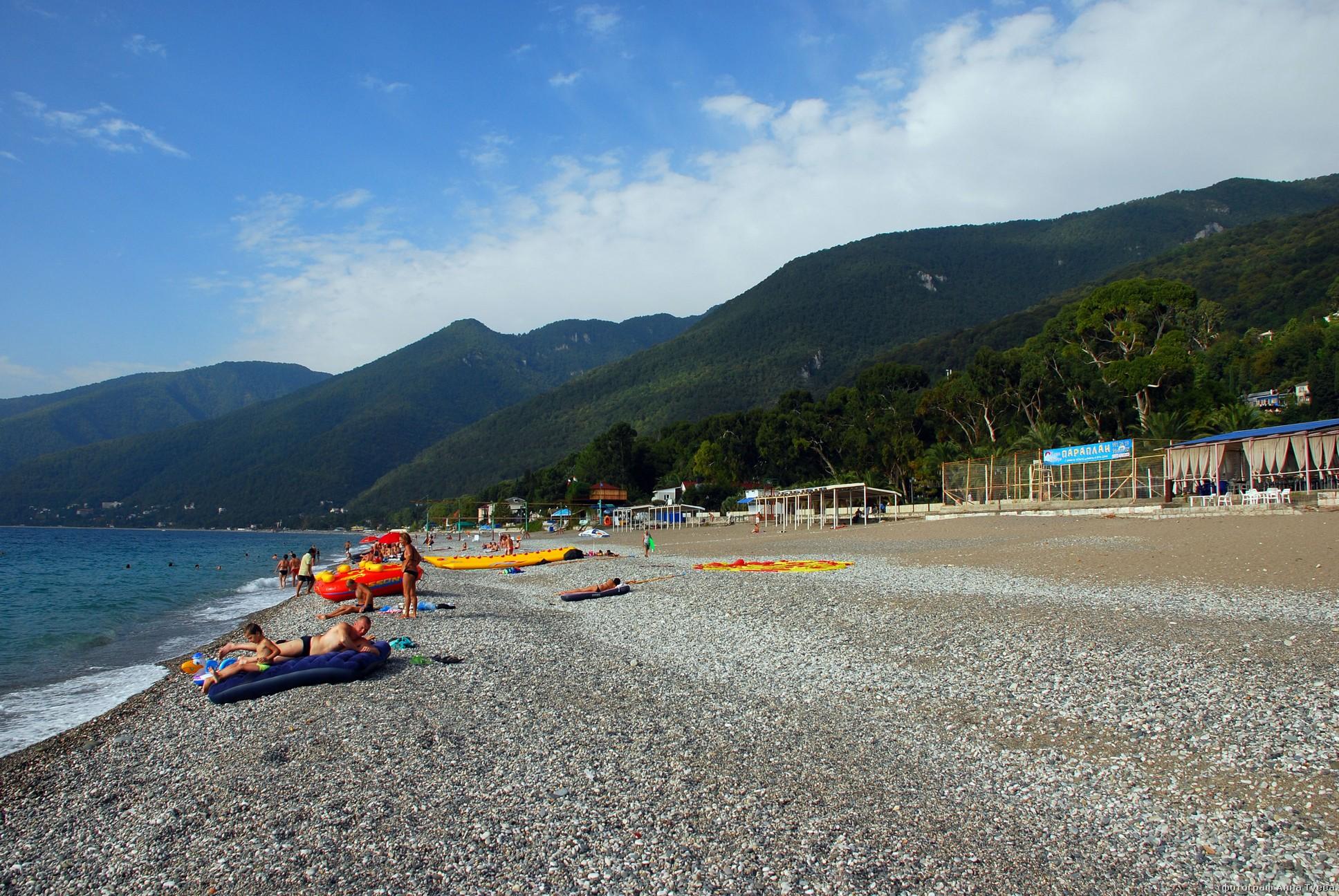Туристы отдыхают в Абхазии