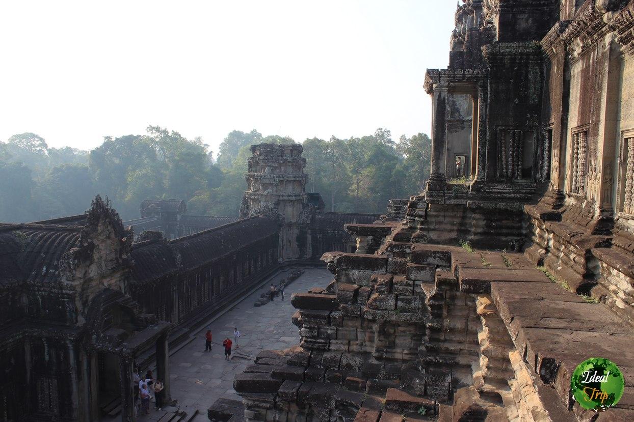 Ангкор с высоты третьего яруса